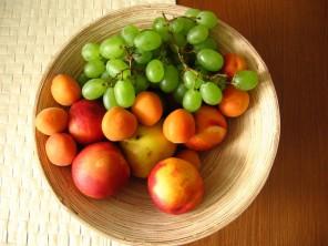 tasty-fruits-1553108-640x480-296x222